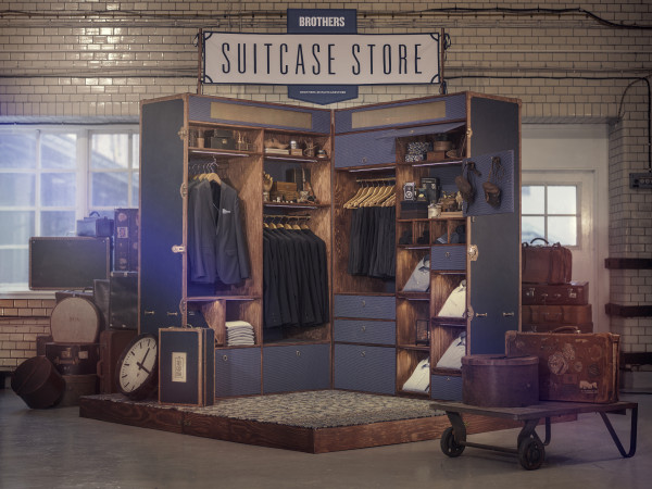 Brothers suitcase store / Pool